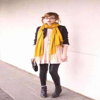 Don't love the mustard color but love the idea of this outfit