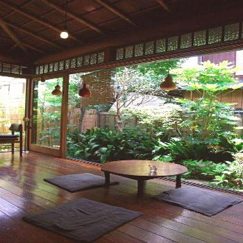 Furnishing ideas in the Japanese style - create a Zen atmosphere -  Japanese garden small plant pri
