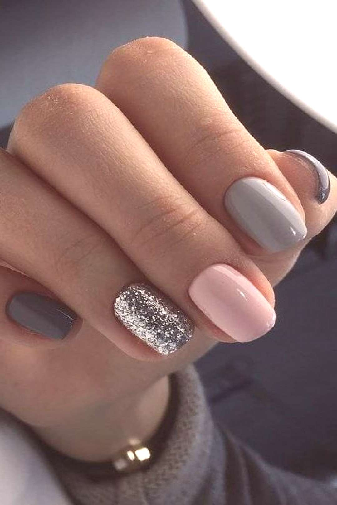 Minimalist nail art for You to make yourself look elegant and fashionable - Fashion