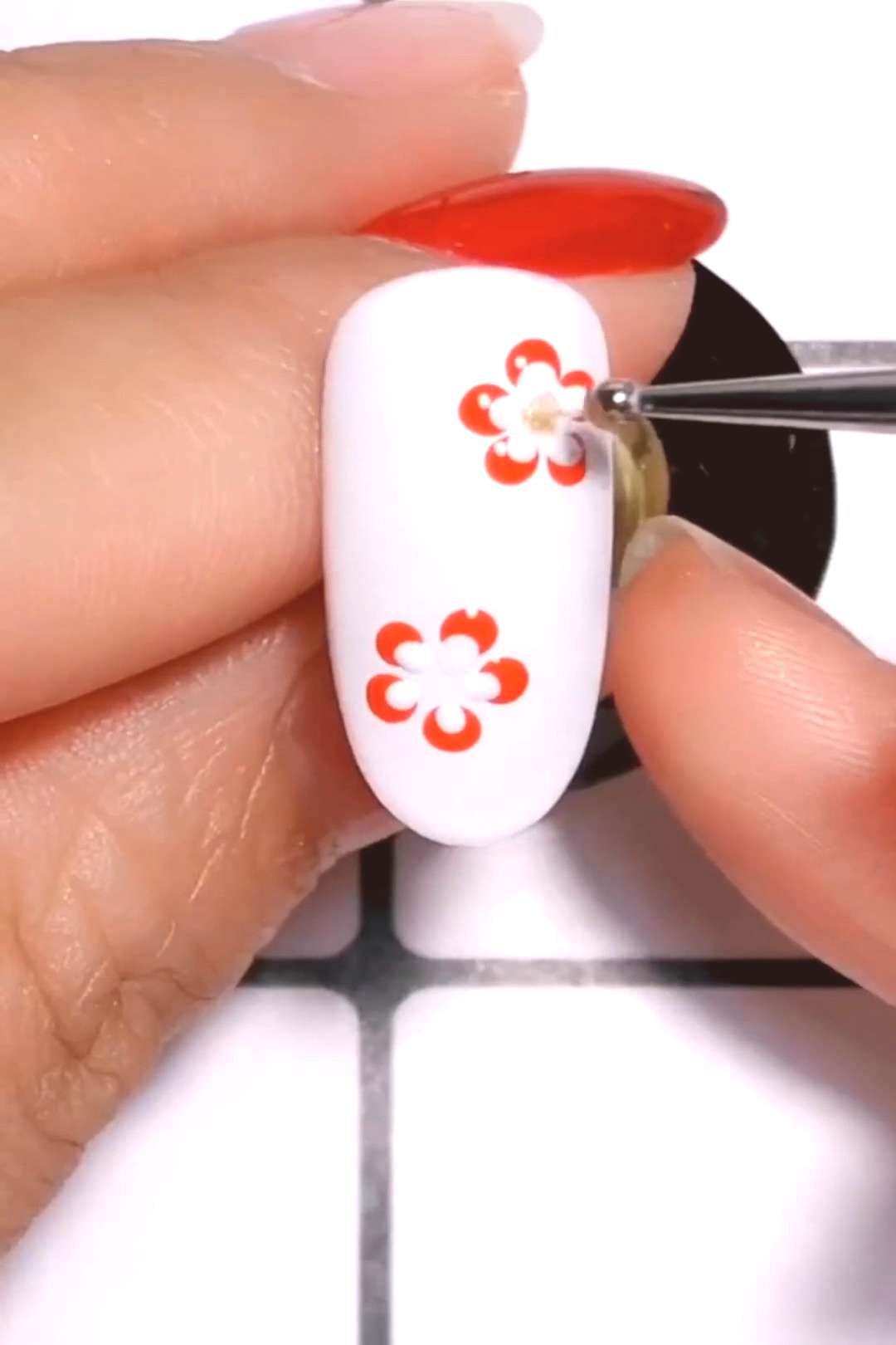 SUPER EASY DOTTED FLORAL NAIL DESIGN  This nail design is a MUST TRY! So beautiful!